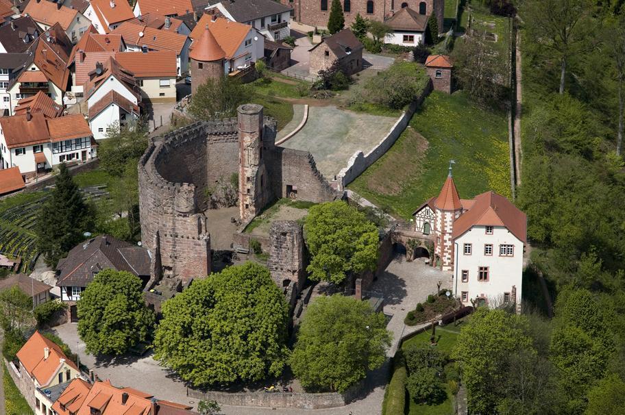 Hauptburg der Burgfeste Dilsberg und das Kommandantenhaus