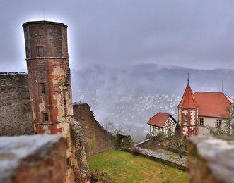 Blick auf das Kommandantenhaus der Burgfeste Dilsberg von der Schildmauer aus; Foto: Staatliche Schlösser und Gärten Baden-Württemberg, Markus Schwerer
