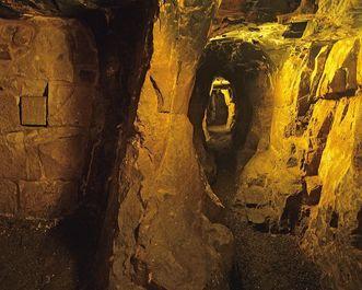 Blick durch den Brunnenstollen der Burgfeste Dilsberg