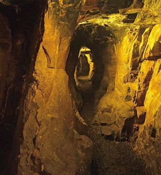 Ruines du château-fort de Dilsberg, souterrain du puits