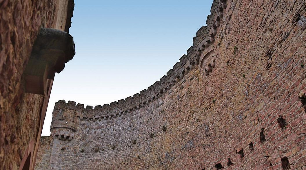 Schildmauer der Burgfeste Dilsberg; Foto: Staatliche Schlösser und Gärten Baden-Württemberg, Markus Schwerer