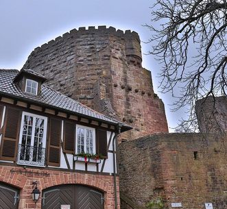 Ehemaliges Amtshaus in der Vorburg der Burgfeste Dilsberg