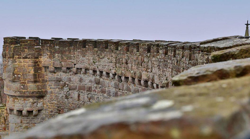 Burgmauer der Burgfest Dilsberg; Foto: Staatliche Schlösser und Gärten Baden-Württemberg, Markus Schwerer