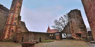 Hof der Hauptburg der Burgfeste Dilsberg