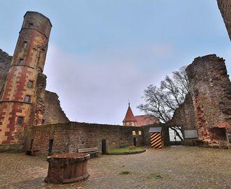 Offener Burghof; Foto: Staatliche Schlösser und Gärten Baden-Württemberg, Markus Schwerer